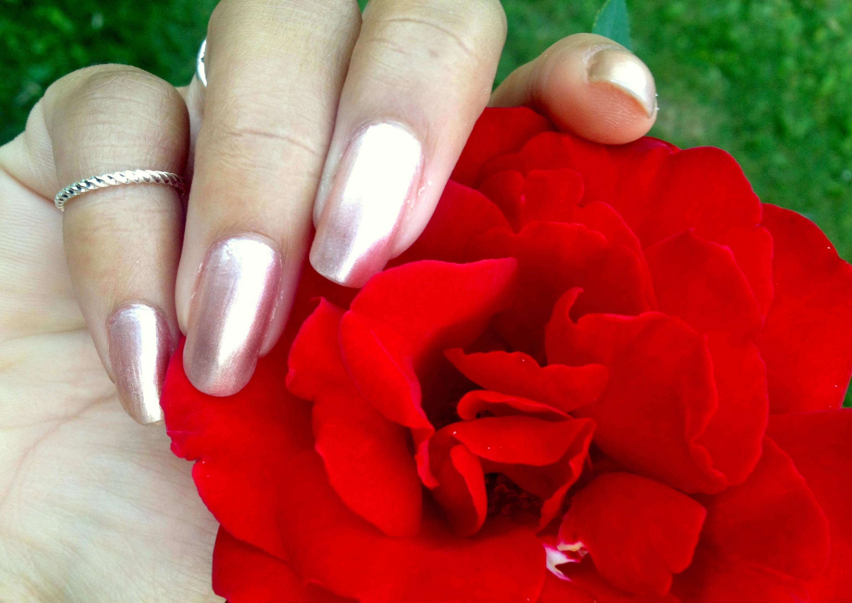 rose et vernis