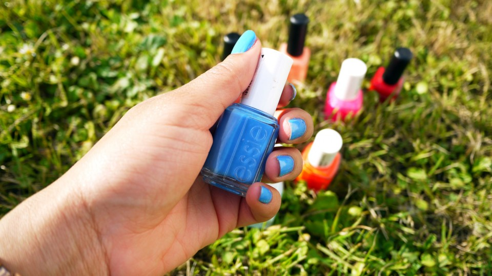 Blue Maintain essie