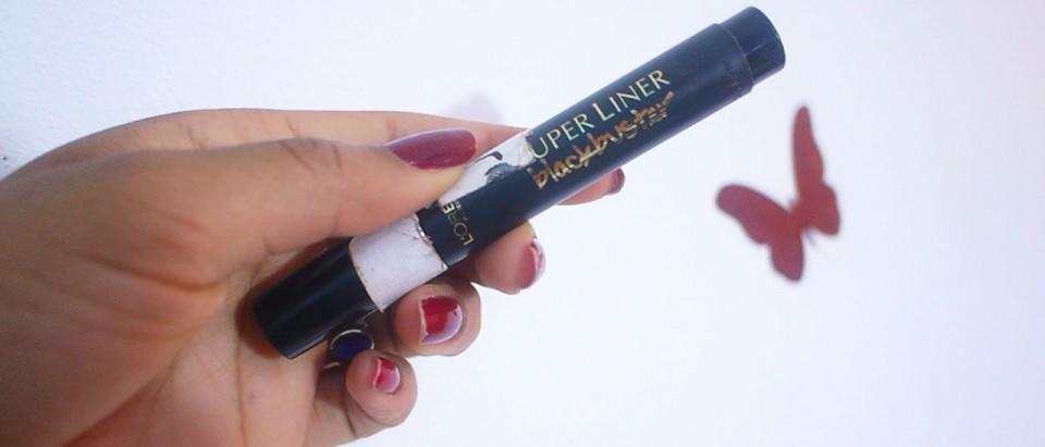 maquillage bleu sombre